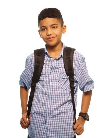 ni�o con mochila: Colegial negro con mochila - cintura para arriba retrato