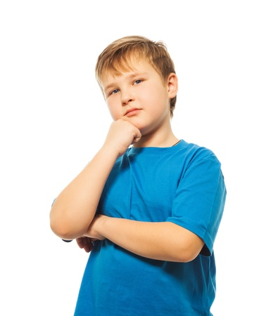 bambini pensierosi: Teen caucasica ragazzo in piedi e gesticolando come pensatore