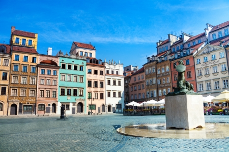 polska monument: Fountain and colorful old houses on old town marketplace square in Warsaw, the capital of Poland