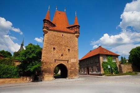 晴れた日にチェコ共和国での Rakovnik 壁タワー 写真素材