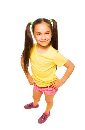 노란색으로 행복 웃는 자신감 어린 소녀 스톡 콘텐츠