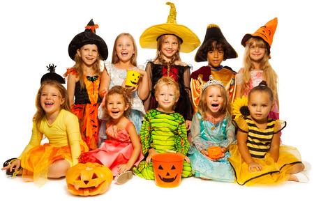 Diez niños en trajes de Halloween juntos aislados Foto de archivo - 31454972