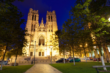cathedrale: Cathedrale des Saints Michel et Gudule at night