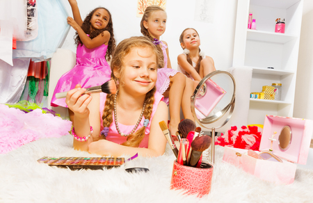 jewel case: Girl makeup with brush and her friends behind
