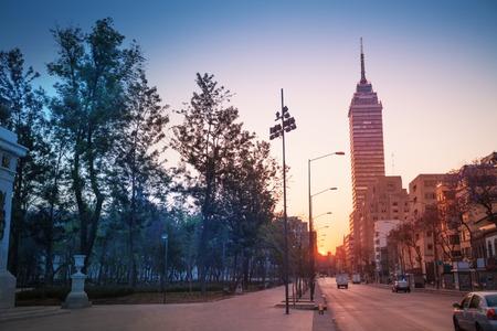 city: Avenida Juárez cerca del centro de la Alameda Central, México Foto de archivo