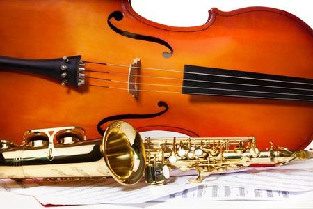 violoncello: Violoncello and alto saxophone on musical notes