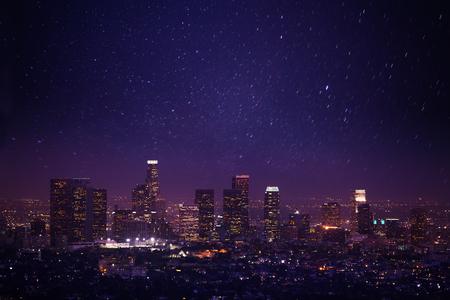 미국에서 별의 조명과 빛과 그리피스 천문대 로스 앤젤레스의 아름다운 밤 풍경보기