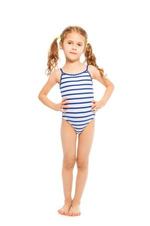 maillot de bain fille: Petit modèle debout pleine longueur en maillot de bain dépouillé isolé sur blanc Banque d'images