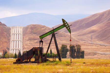 chink: Producing petroleum at the prairie and transportation it by four wide pipes through the mountains