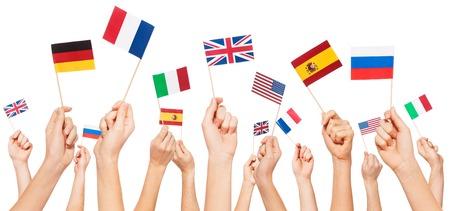 Handen met vlaggen van VS en EU-lidstaten Stockfoto