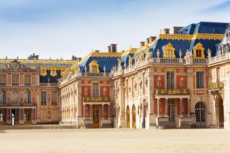 Cour de marbre au château de Versailles, France Banque d'images - 87152581