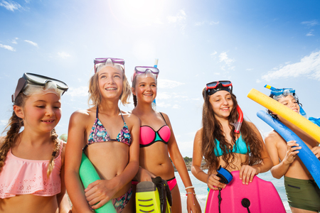 Girls and boy portrait in bikini with scuba masks Banco de Imagens - 88392314