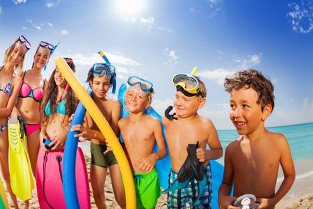 Kinderen groep vakantie portret op een strand