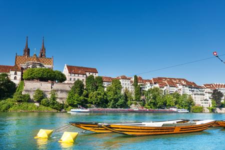 Boten op de rivier de Rijn in Basel, Zwitserland