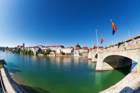 Rhin et pont moyen, Bâle, Suisse Banque d'images - 91711650