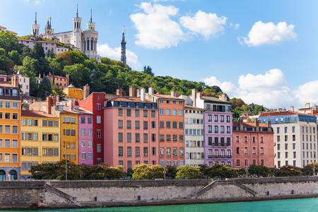Kleur huizen aan de oever van de Saone, Lyon, Frankrijk