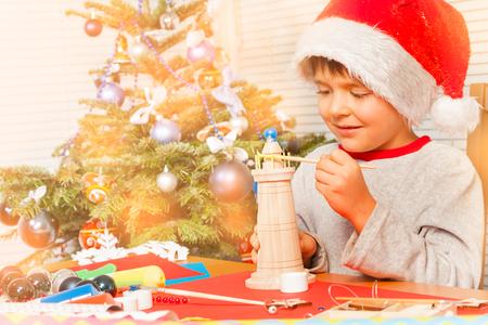 Little Santas helper decorating Christmas toys 版權商用圖片