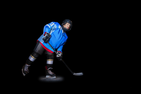 Ice hockey player with stick over black background Banque d'images - 114501085
