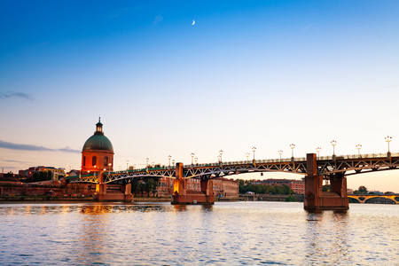Pont Saint-Pierre over Garonne river, Toulouse