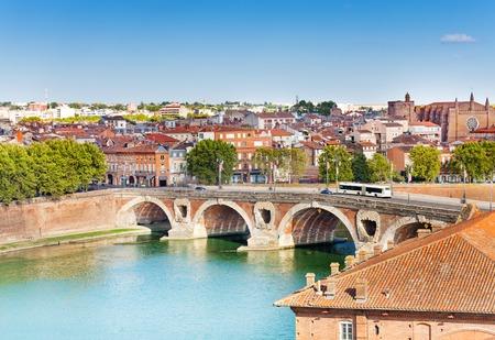 Toulouse et le Pont Neuf sur la Garonne