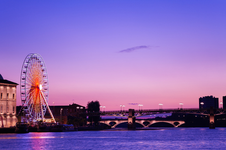 Garonne embankment night view in Toulouse, France Banque d'images