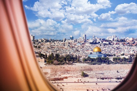Israel Jerusalem city view from plane window Imagens