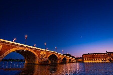 Pont Neuf across Garonne river, Toulouse, France