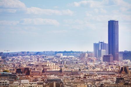 Vista del distrito y la torre de París Montparnasse Foto de archivo