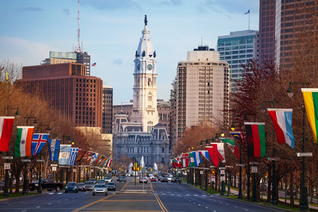 Ben Franklin Parkway and Philadelphia City Hall 免版税图像 - 120595035
