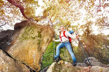 Hiker starts journey to hike mountains in autumn Imagens - 124956016