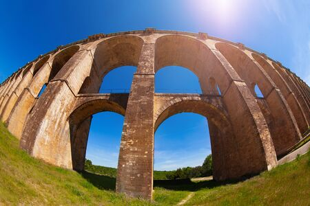 Arched Viaduc de Chaumont railroad bridge, France Archivio Fotografico - 125264024