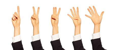 Weibliches Zählen der Hände mit Zahlengesten auf Weiß Standard-Bild