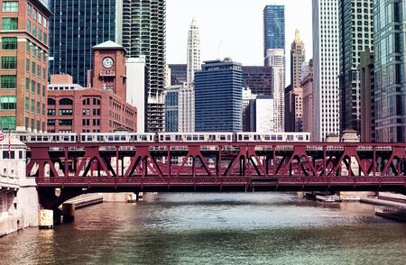 Chicago downtown bridges metro train and river 免版税图像 - 125270239