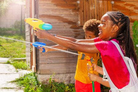 Action image of girl shoot with water gun in game Stockfoto