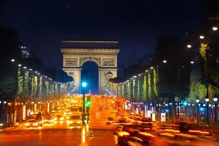 Arco di Trionfo e Champs Elysees boulevard Parigi