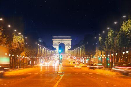 Boulevard des Champs Elysées et Arc de Triomphe Paris