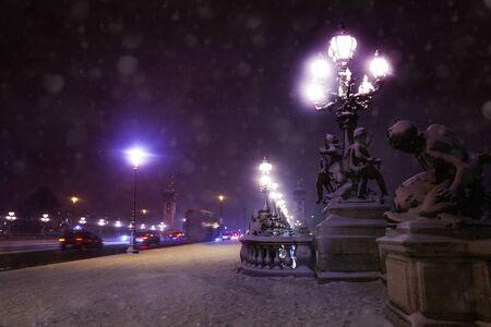 Pont Alexandre 3, Paris sous la neige la nuit