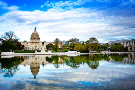 Ulysses S. Grant Memorial and United States Capitol with reflection in Reflecting pool Reklamní fotografie