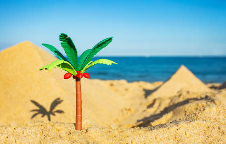 Miniature palm and two pyramids of sand close-up Zdjęcie Seryjne