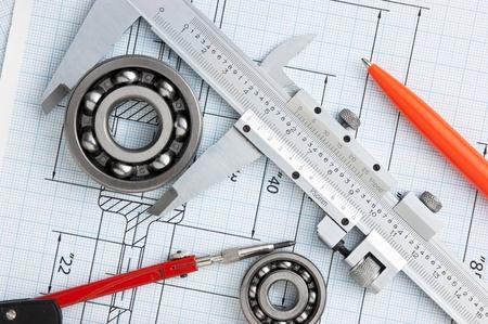 herramientas de mec�nica: herramientas y dibujo t�cnico Foto de archivo