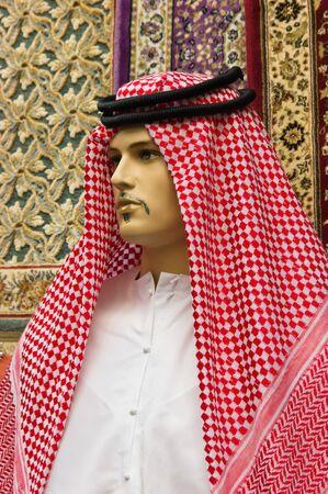 qameez: traditional Arabic men