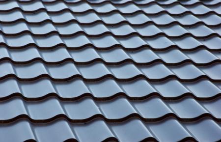 blauwe metalen dakpannen, achtergrond Stockfoto