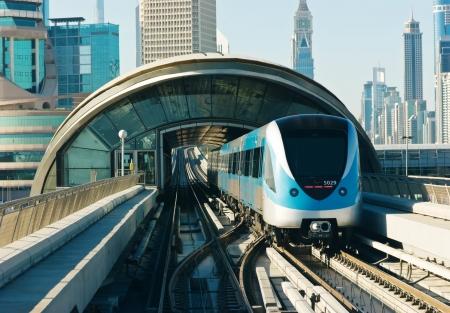 metro tracks in de Verenigde Arabische Emiraten Redactioneel
