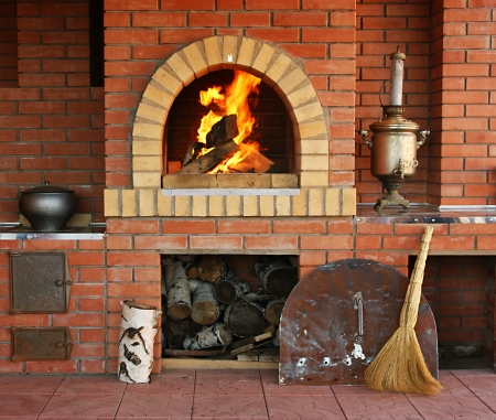 Russian interior kitchen with an oven and a burning fire Standard-Bild