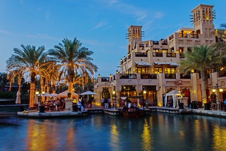 DUBAI, UAE - NOVEMBER 15  Night view of Madinat Jumeirah hotel, on November 15, 2012, Dubai, UAE  Madinat Jumeirah - luxury 5 star hotel with own artificial canals and boats  Stock Photo - 18080237