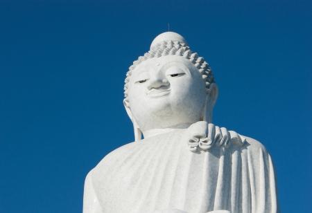 marmorate: La statua in marmo di grande Buddha a Phuket, in Thailandia;