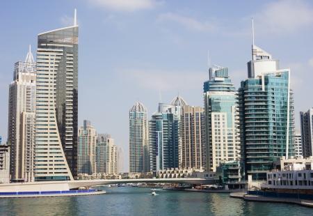 DUBAI, UAE - NOVEMBER 16: Modern buildings in Dubai Marina, on November 16, 2012, Dubai, UAE. In the city of artificial channel length of 3 kilometers along the Persian Gulf. 新聞圖片