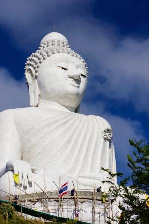 marmorate: La statua in marmo del grande Budda Archivio Fotografico