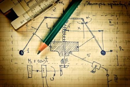 鉛筆と力学計算と古いページ上のスライド規則