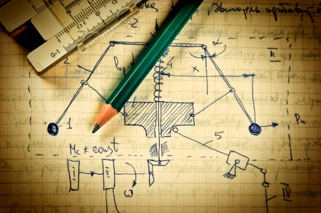 signos matematicos: l?piz y una regla de c?lculo en la p?gina antigua con los c?lculos de mec?nica Foto de archivo
